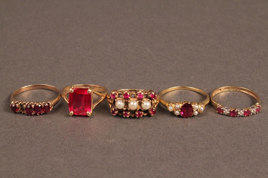 Lot 255: Lot of 5 Ladies Gold Rings