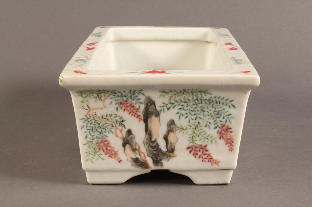 Lot 283: Lot of 3 Chinese Items incl. Famille Rose jardiniere