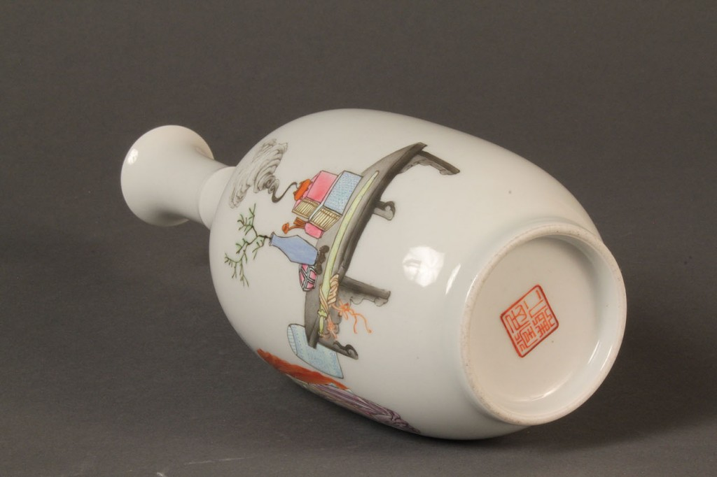 Lot 289: Chinese Famille Rose Vase