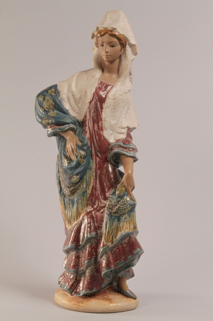 Lot 352: Lladro Carmen Figure