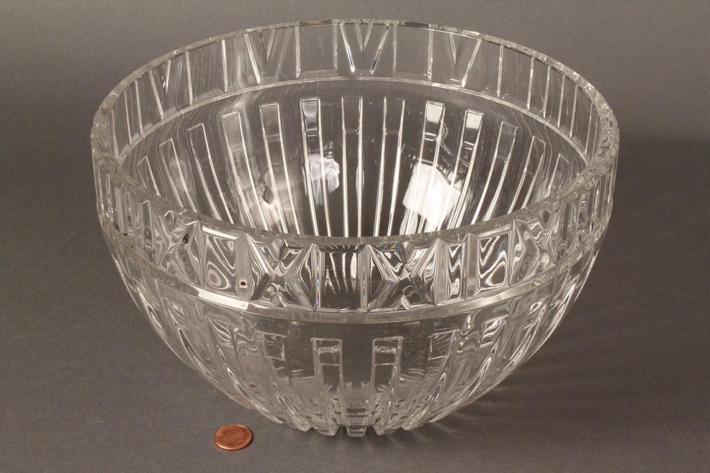 Lot 367: Tiffany Glass Bowl, modern
