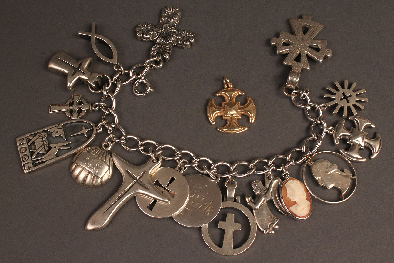 James avery gold charm bracelet