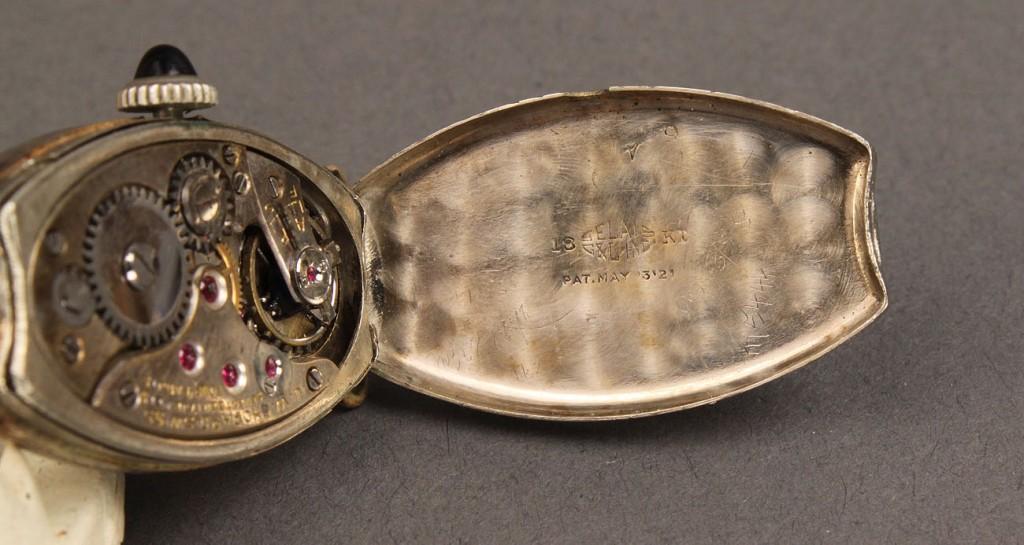 Lot 374: Ladies Chopard 18K white gold watchface