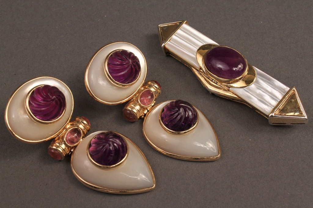 Lot 379: Mother of pearl & amethyst earrings and pin
