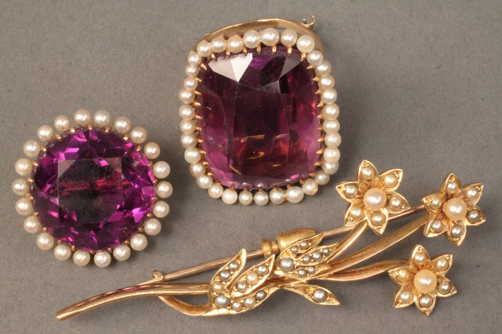 Lot 381: Lot of 3 Amethyst, Pearl & Gold Jewelry Items