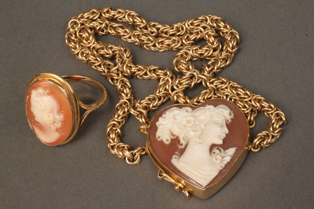 Lot 382: Lot of 2 Cameo & Gold Jewelry Items