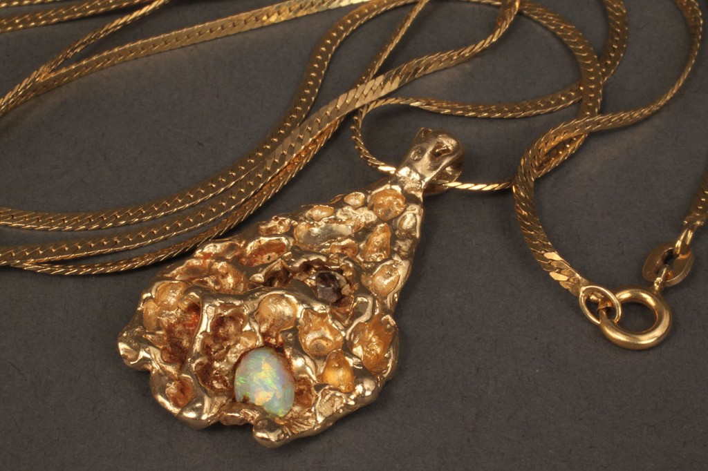 Lot 385: 14K nugget necklace with opal