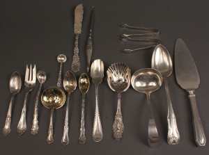 Lot 396: Sterling silver flatware, 16 assd. pieces