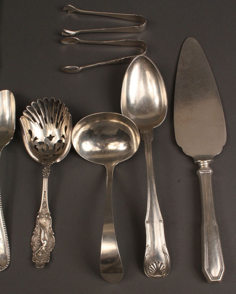 Lot 396: Sterling silver flatware, 16 assd. pieces