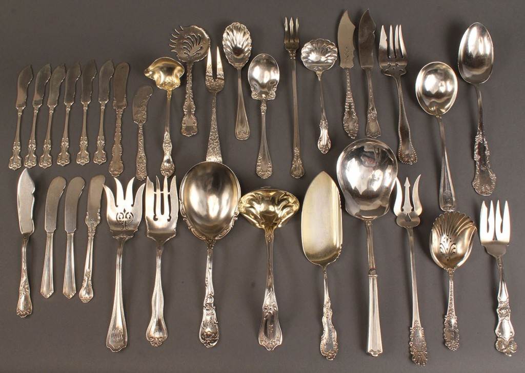 Lot 402: Lot of 33 pieces assorted sterling flatware