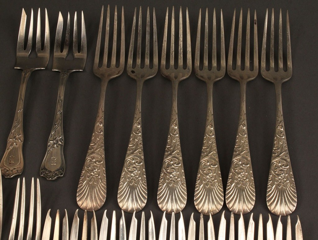 Lot 407: Lot of 19 sterling silver forks, assorted patterns