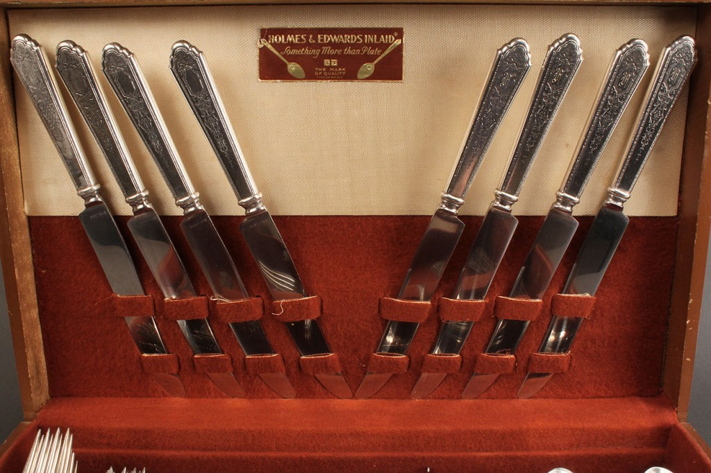 Lot 409: Lunt Mary II sterling flatware, 69 pcs + 6 pcs extra