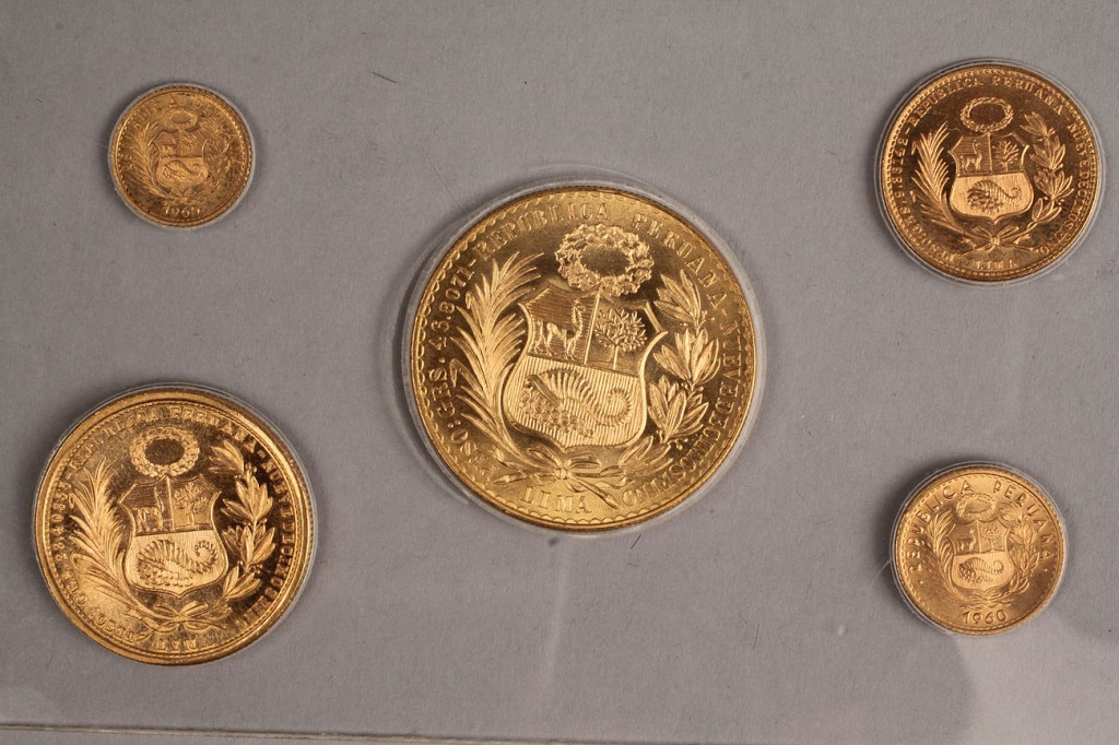 Lot 415: Lot of 5 Peruvian Gold Coins, 1959 & 1960