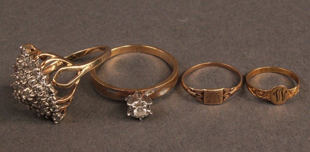 Lot 480: Lot of 18 Gold Rings