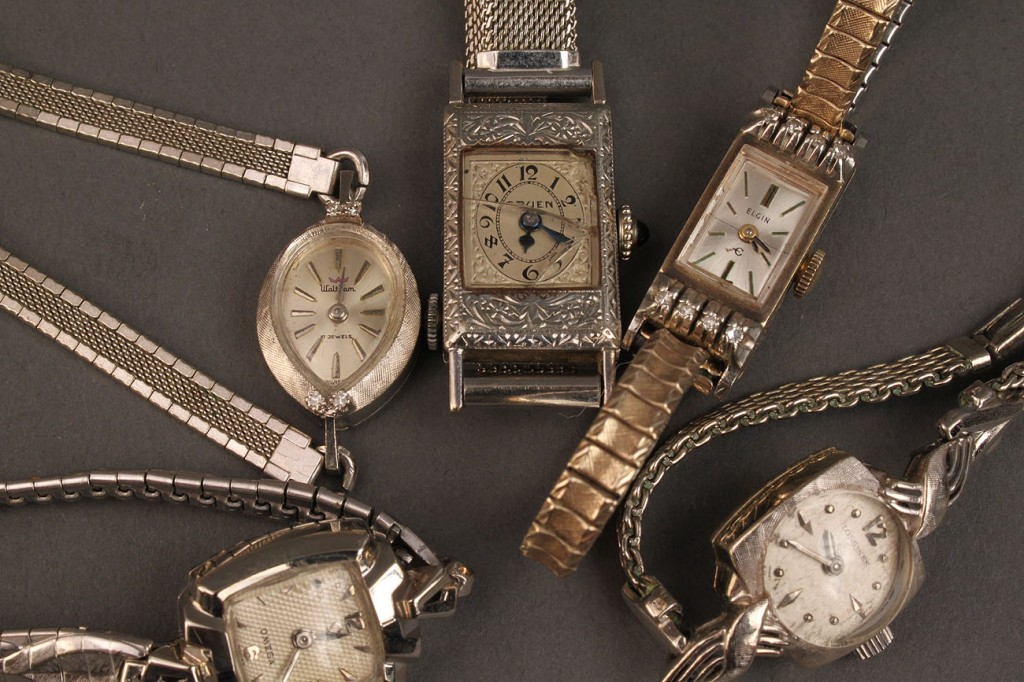 Lot 481: Lot of 5 Ladies gold Watches