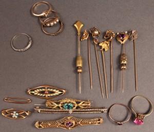 Lot 488: Assorted 10K-18K gold jewelry, 19 pcs.