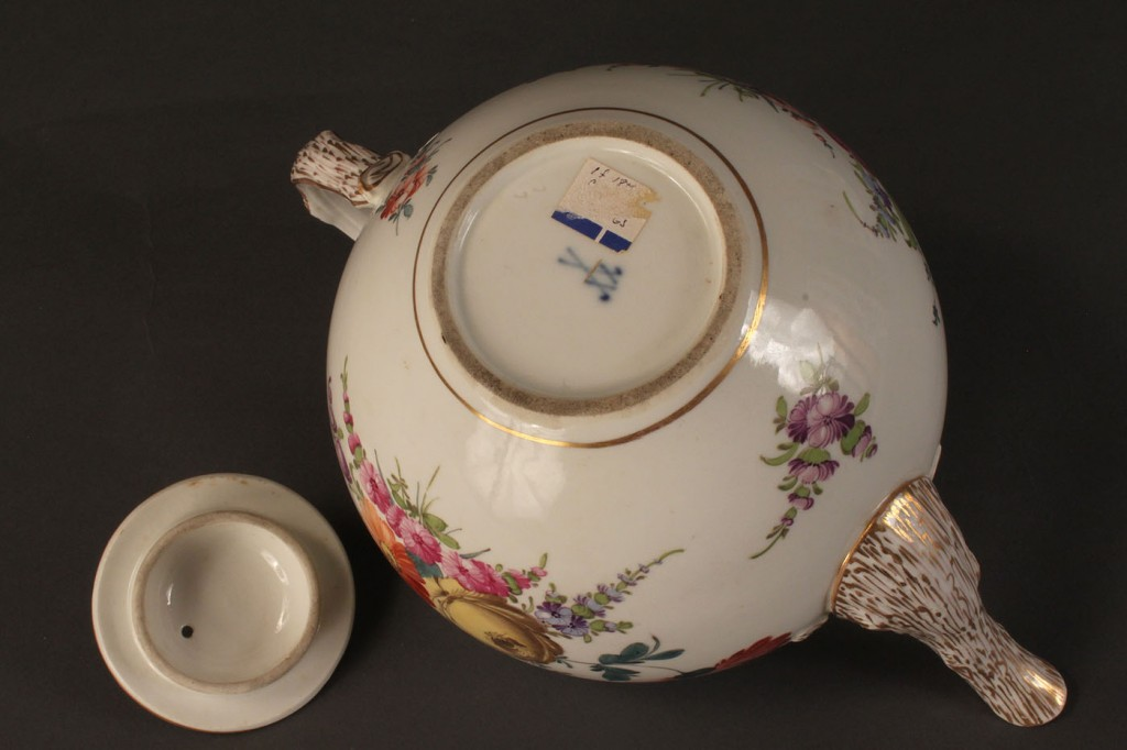 Lot 502: Lot of 2 porcelain teapots, French & German