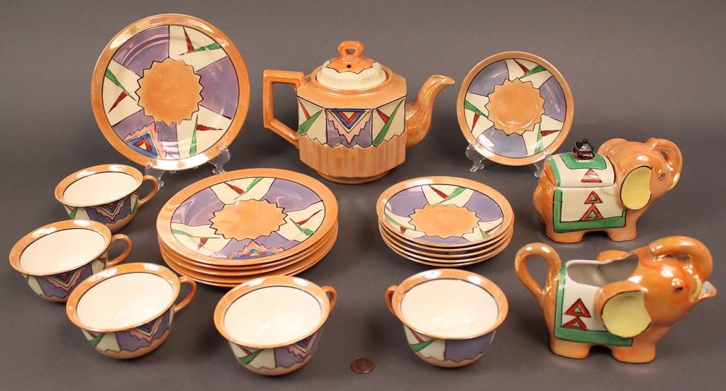 Lot 521: Japanese Art Deco Porcelain Service, 20 pieces