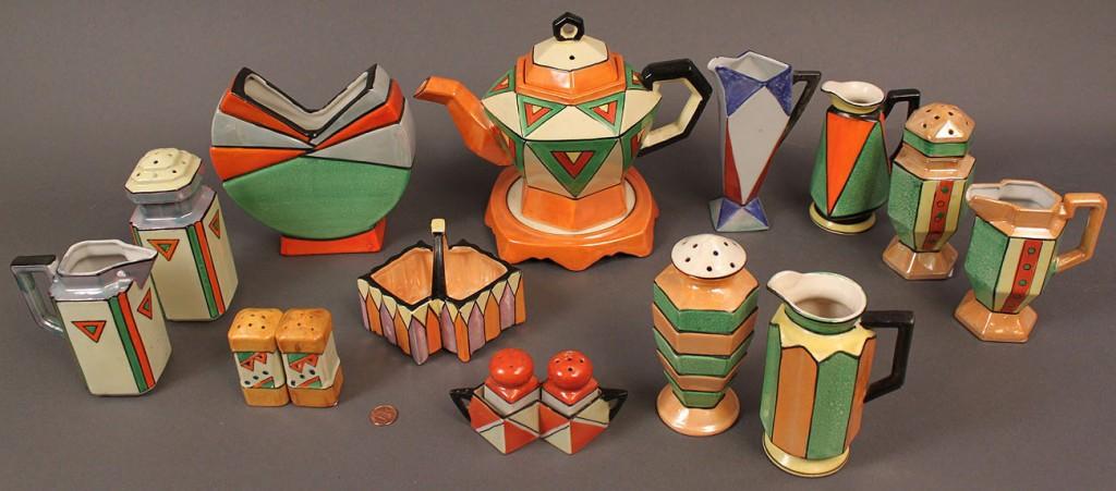 Lot 522: Japanese Art Deco Porcelain Service, 17 pieces