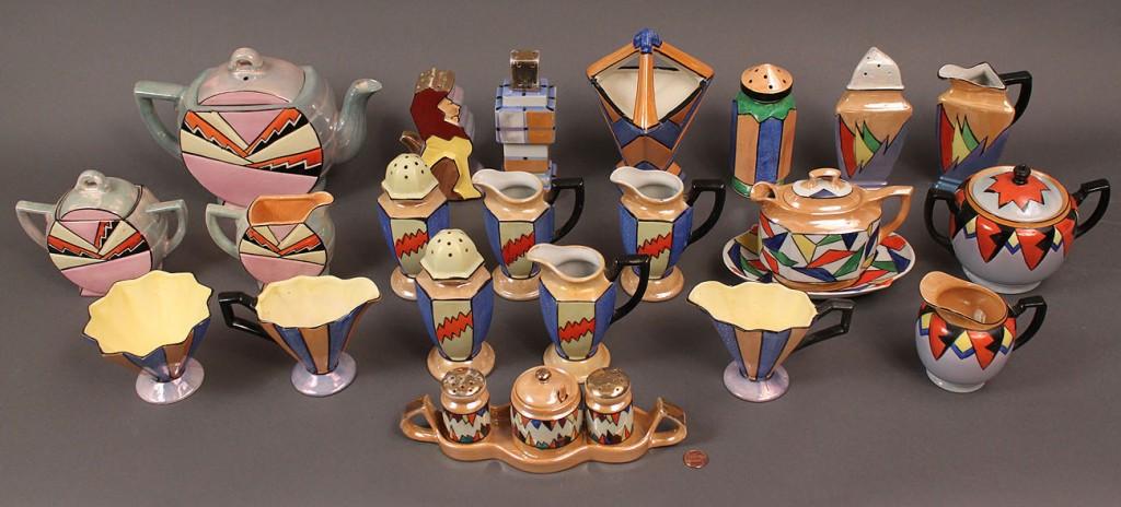 Lot 523: Japanese Art Deco Porcelain Service, 25 pieces