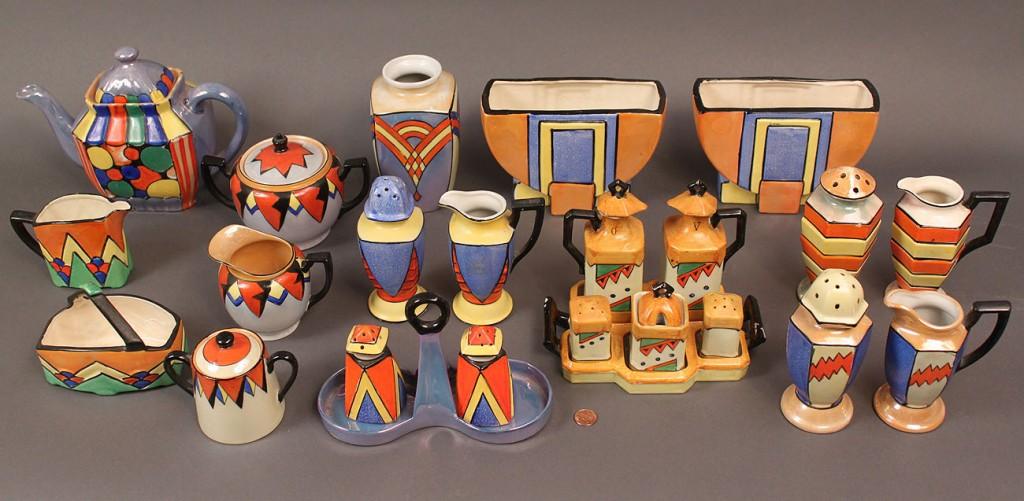 Lot 525: Japanese Art Deco Porcelain Service, 24 pieces