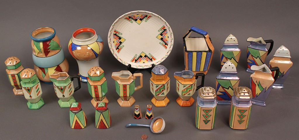 Lot 526: Japanese Art Deco Porcelain Service, 23 pieces