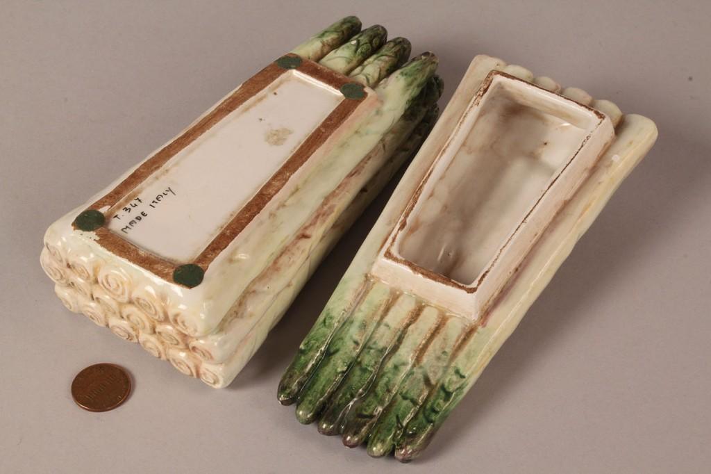 Lot 530: Majolica pumpkin bowl and asparagus box