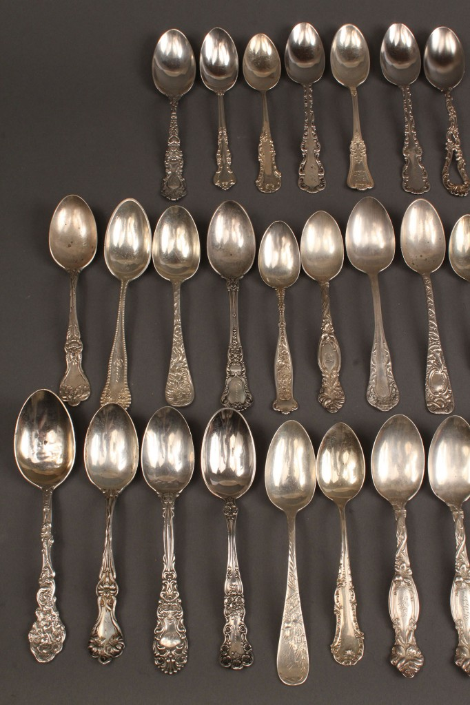 Lot 539: Lot of 33 sterling teaspoons, assorted patterns