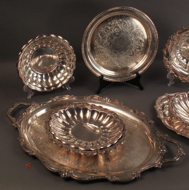 Lot 557: Assorted silverplate hollowware, 8 pcs