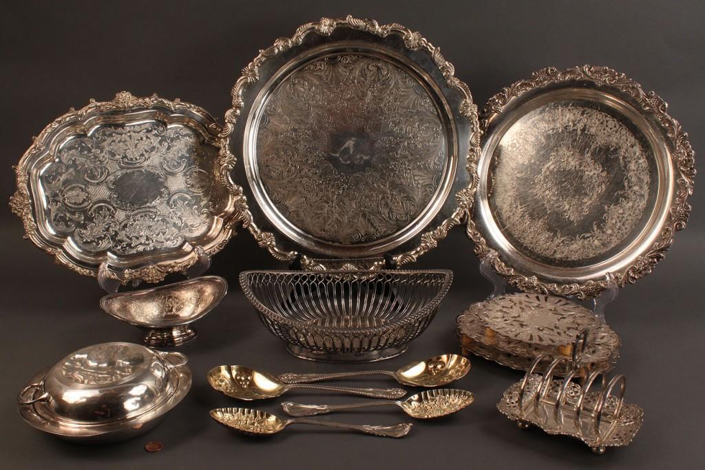 Lot 558: Silverplate hollowware, most English, 14 pcs