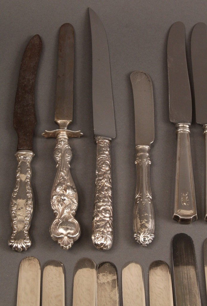 Lot 562: Assorted knives incl. mother of pearl, 33 pcs