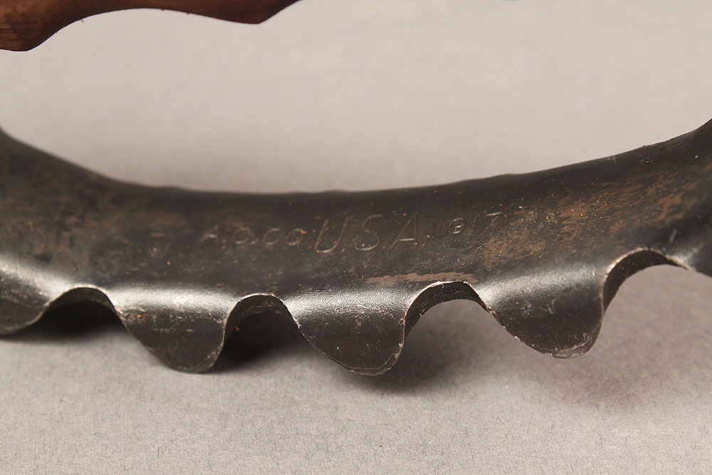 Lot 587A: WWI US Model 1917 Trench Knife Knuckle Duster ACC