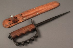 Lot 587A: WWI US Model 1917 Trench Knife Knuckle Duster ACC - Image 3