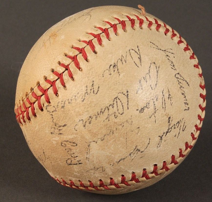Lot 598: Mickey Mantle/Yankees signed baseball