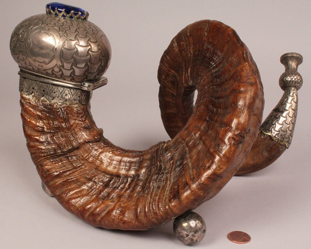 Lot 70: 19th c. Scottish Ram's Horn Snuff Mull