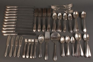 "Lot 80: Reed & Barton ""French Antique"" flatware, 92 pcs"