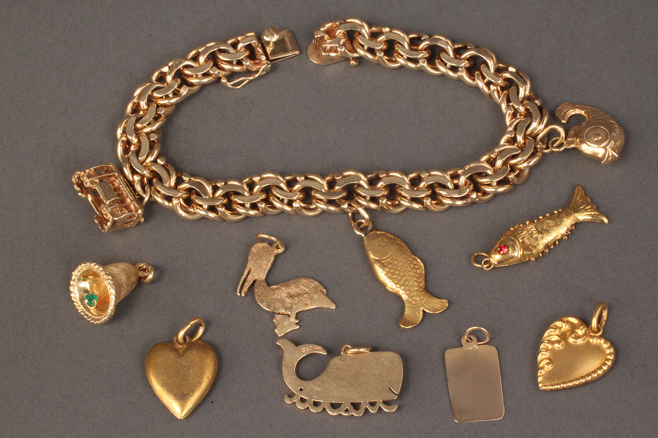 96: 14K gold link charm bracelet with 10 charms