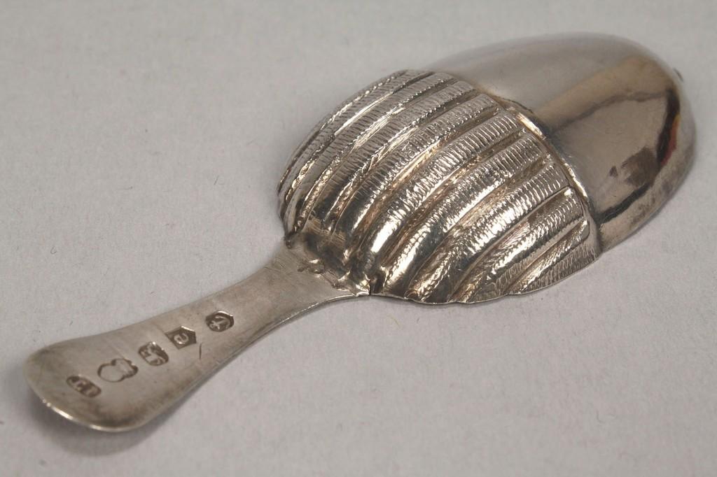 Lot 150: Sterling tea caddy spoon, acorn motif