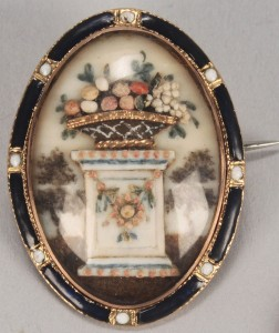 Lot 163: Mourning pin with relief decoration of urn