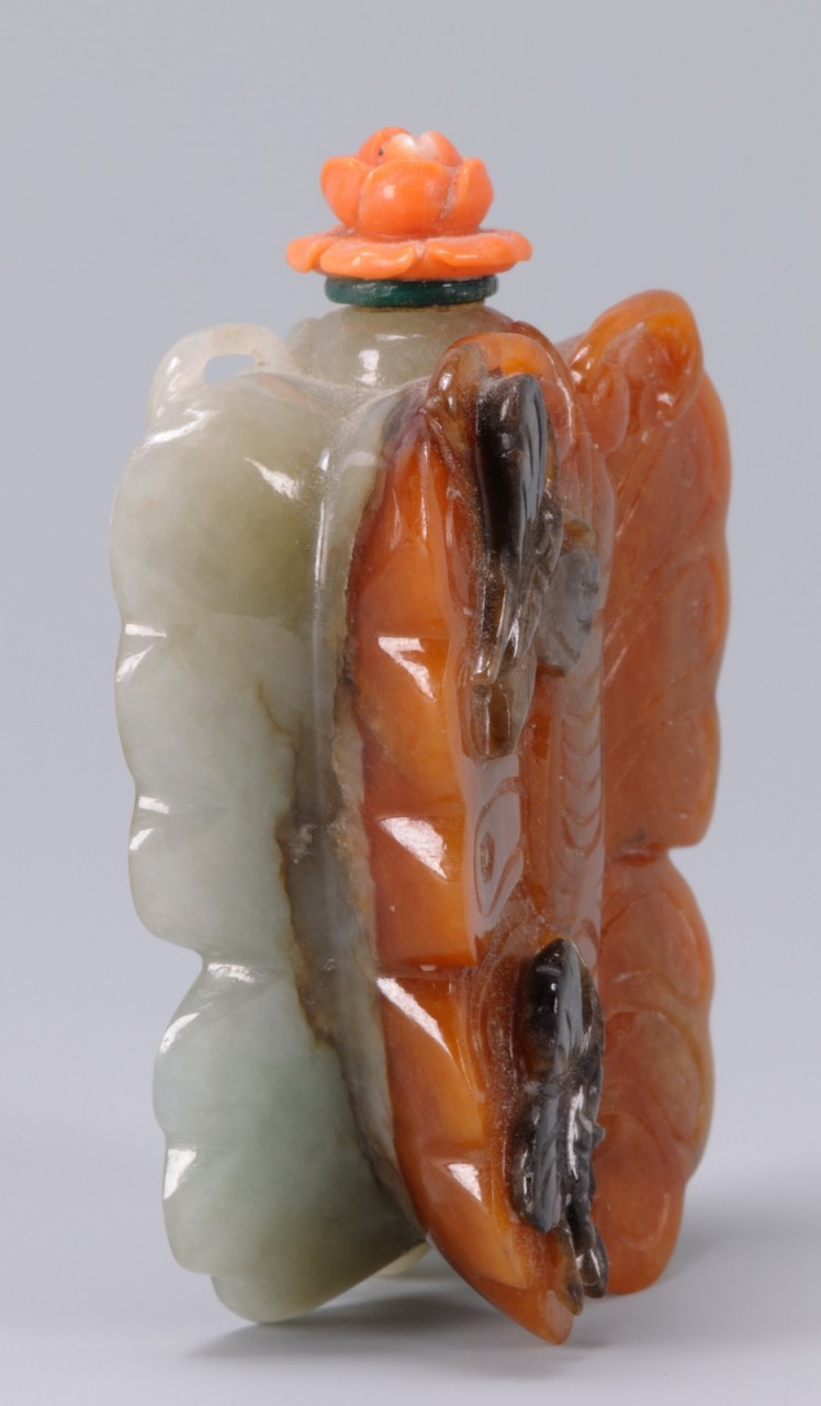 Lot 18: Chinese Hardstone Snuff Bottle, Butterfly form