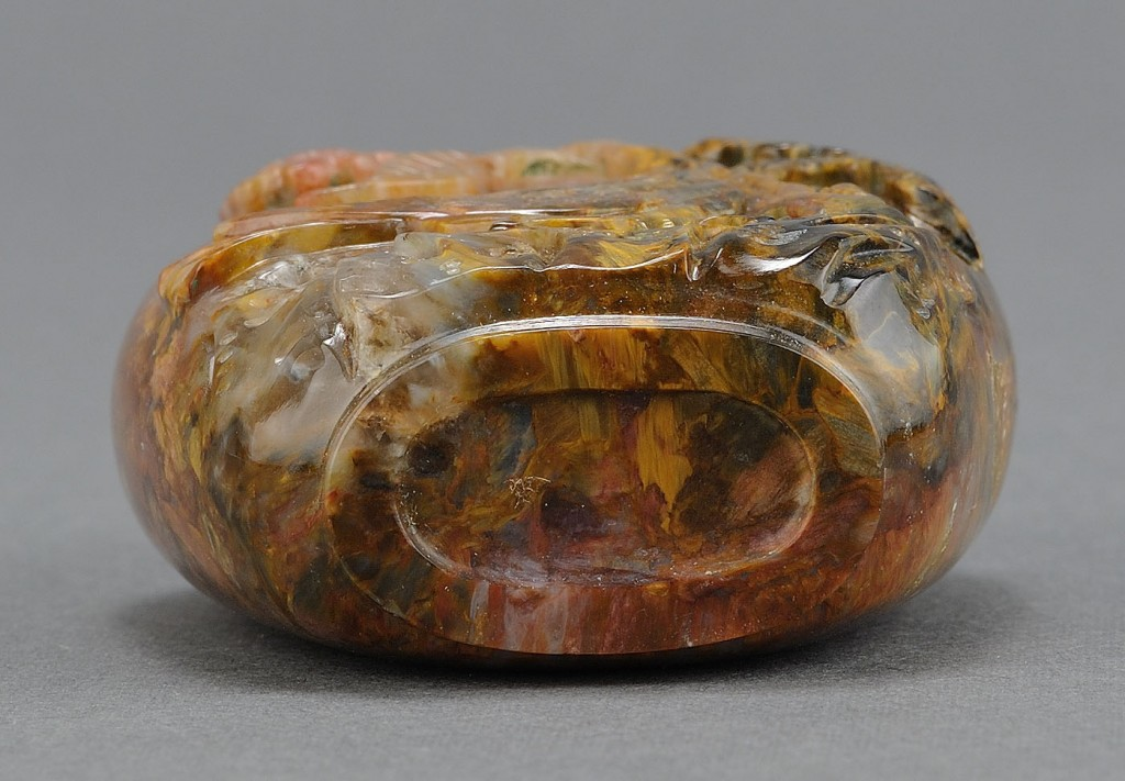 Lot 236: Chinese Carved Petersite Agate Snuff Bottle
