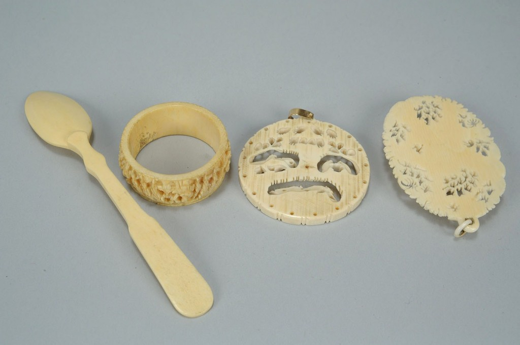 Lot 23: A Collection of 4 Chinese Ivory Items
