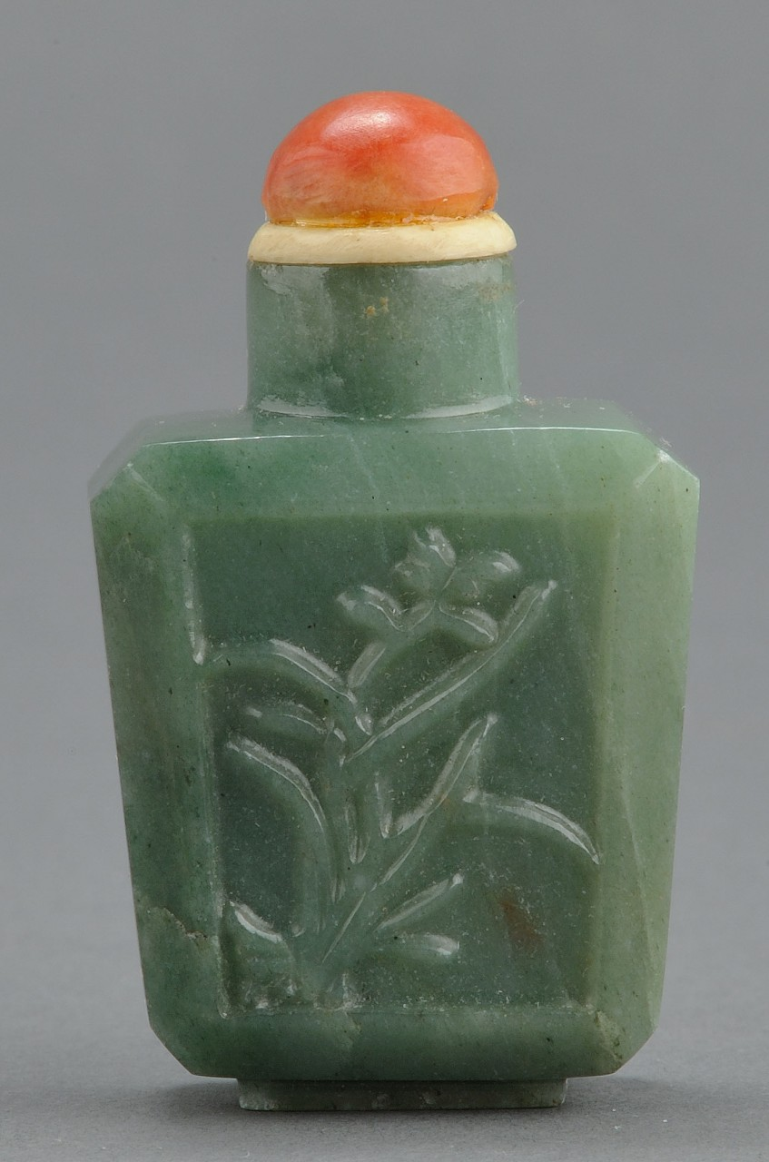 Lot 242: 3 Chinese Snuff Bottles, pearl and jade