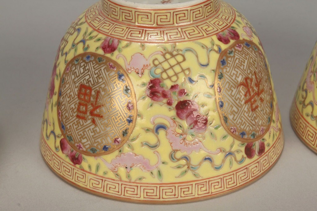 Lot 25: Pair of Chinese Porcelain Bowls & Covers