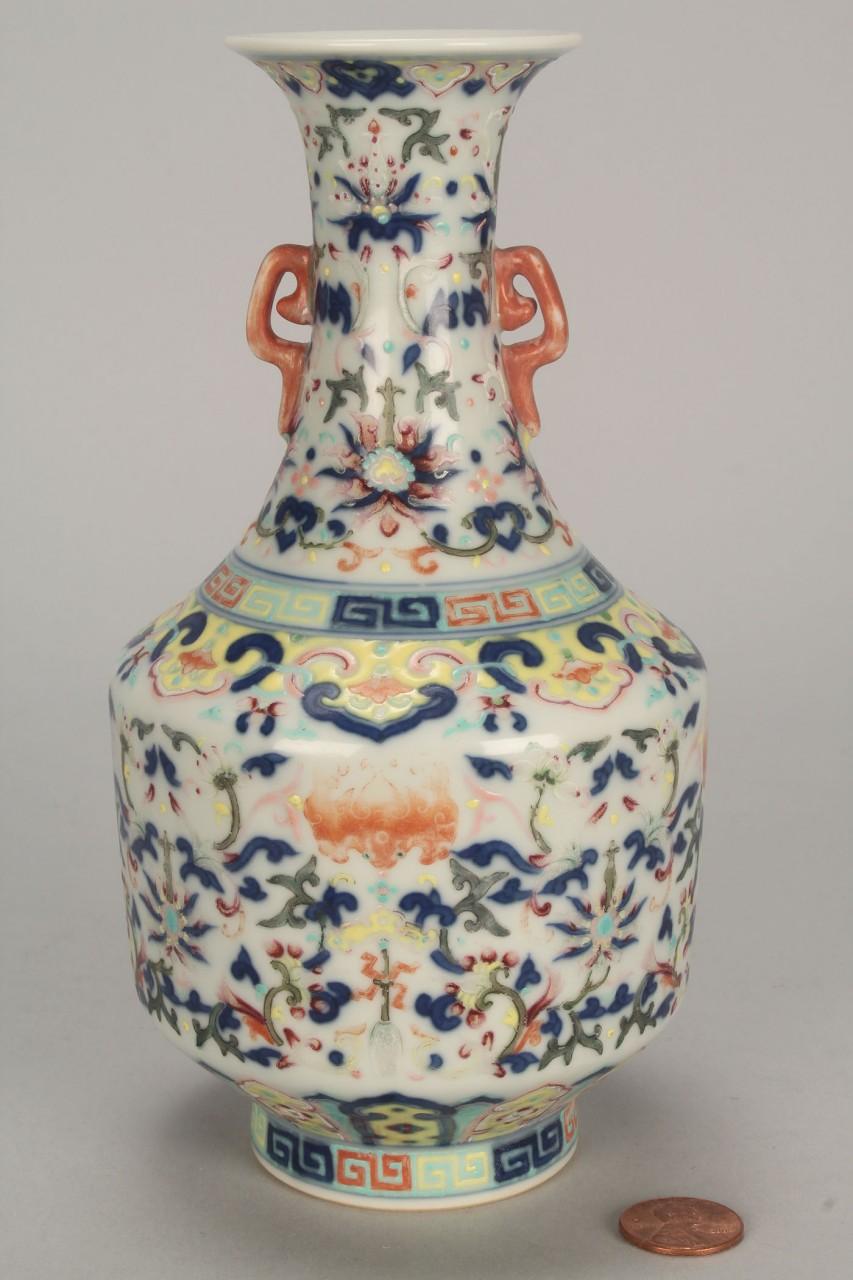 Lot 263: Chinese Famille Rose Porcelain Vase