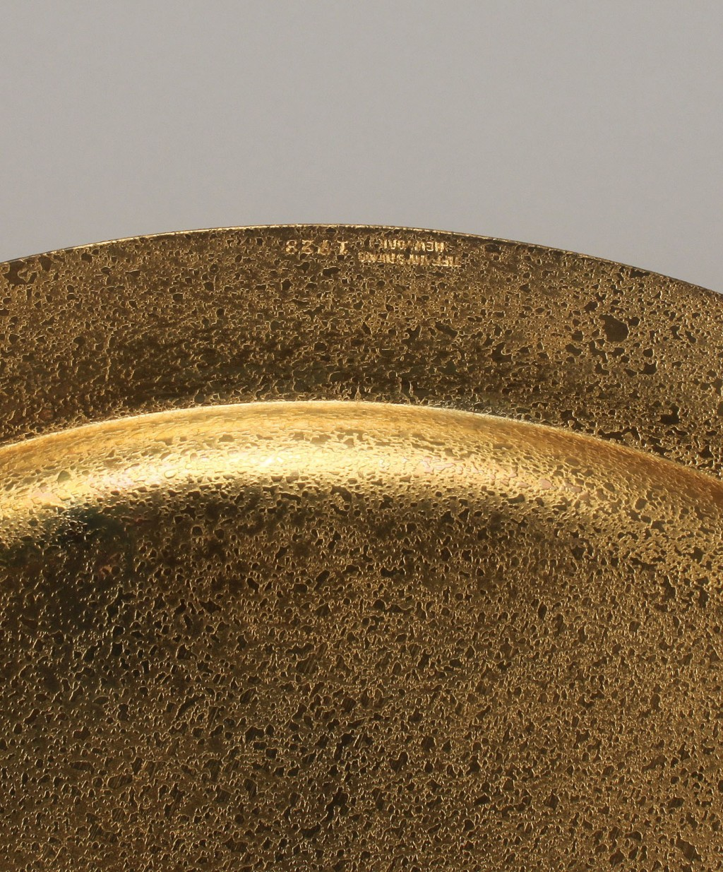 Lot 319: 2 Tiffany Studios gilt-bronze plates incl. charger
