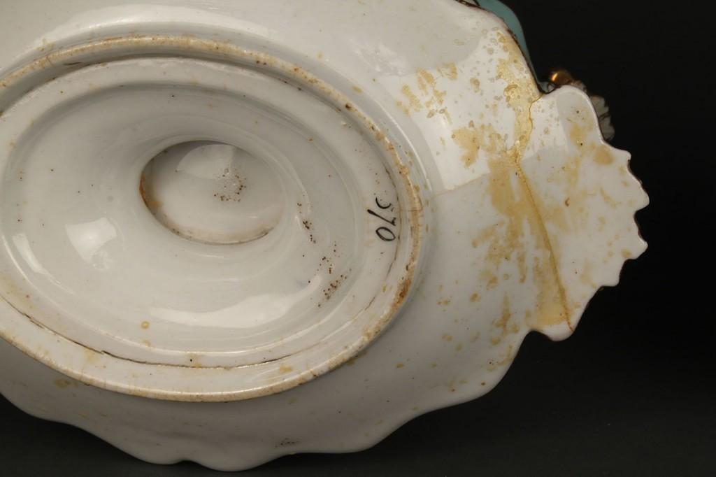 Lot 351: Pair English porcelain sauce tureens