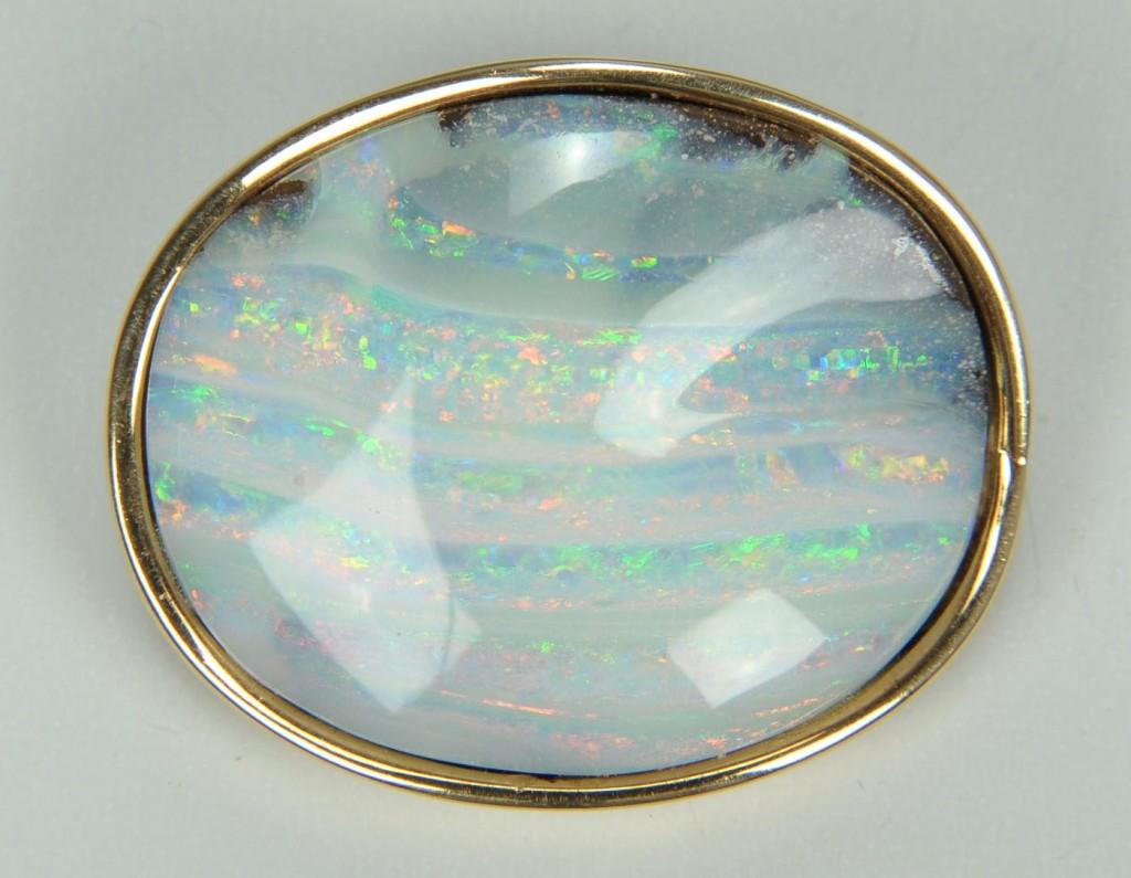 Lot 389: Opal pendant, heavy 14K yellow gold mounting