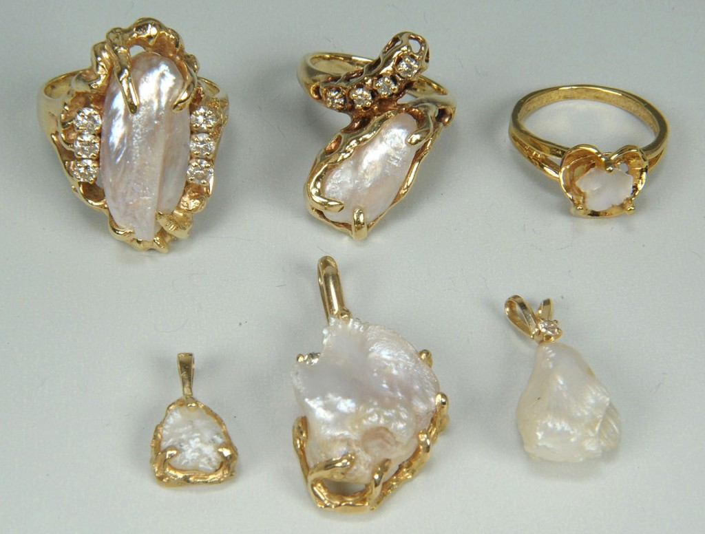 Lot 393: Group of Freshwater Pearl Jewelry, 6 items