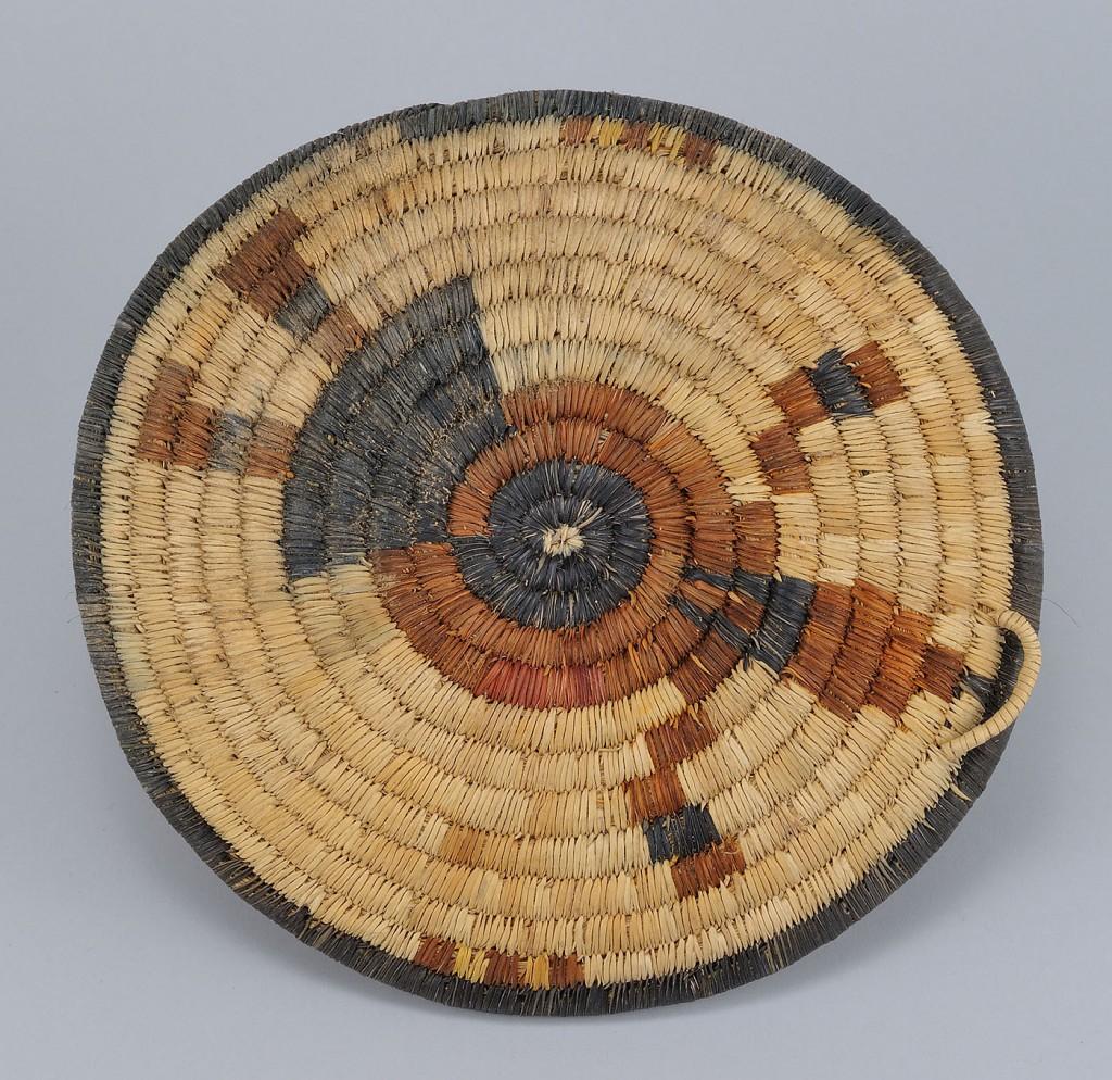 Lot 465: Hopi Basket Plaque Shaped Basket